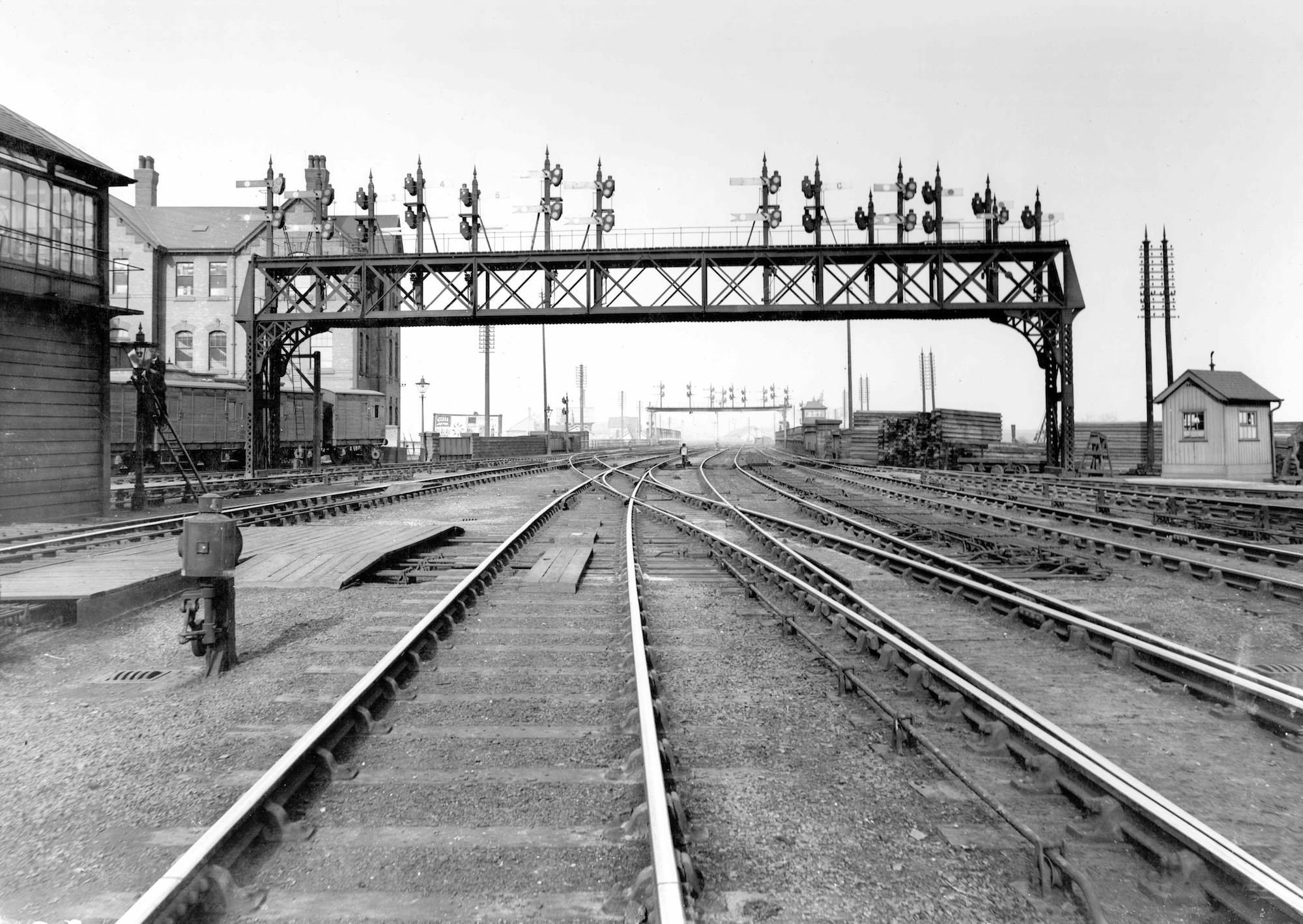 Allied to the demise of the Derby PSB, all the 1969 signaling nad track layout has been comprehensively modernised. This view of the north end of the station wouldn't be recognisabler were it not for the surviving MR Engineer's Offices to the left.
