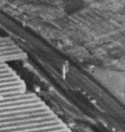 Extract from Britain From Above showing Pinfolrd No.4 signal